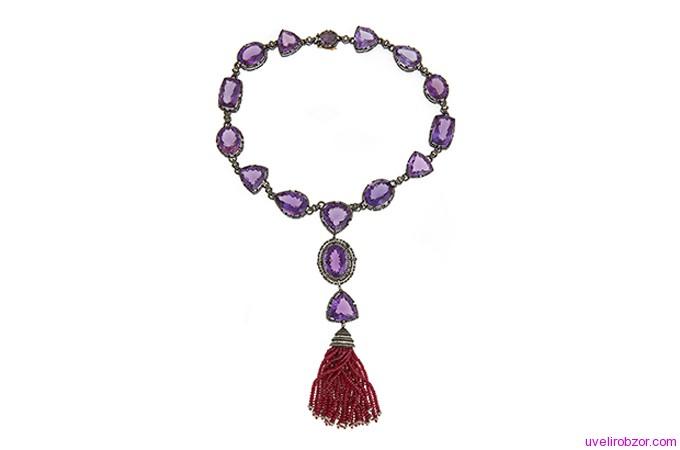 Ожерелье из аметиста с бриллиантами и рубином, кисточкой, сделанной из золота 14 карат (цена $ 18500)
